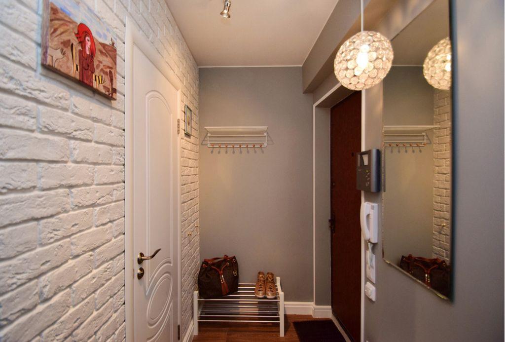 Яркость освещения не должна сильно контрастировать с освещением в остальных комнатах