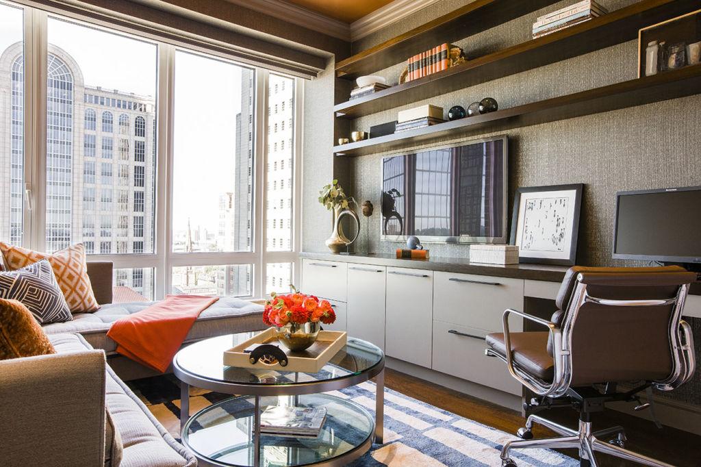 Дизайн узкой гостиной в современном стиле