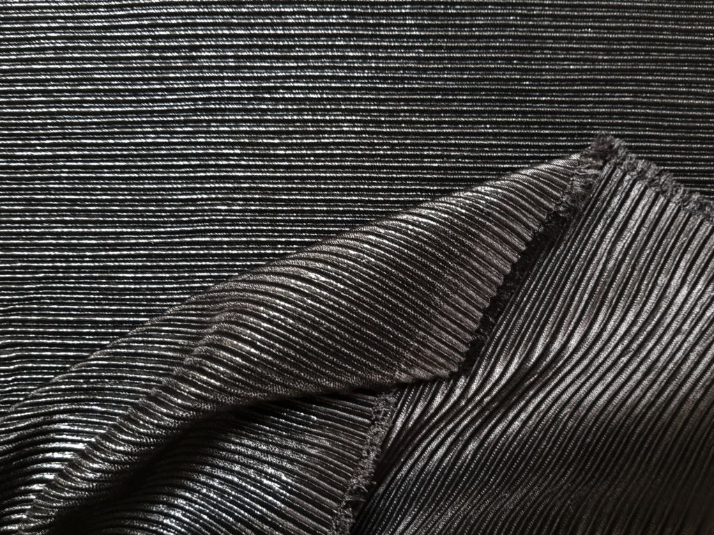 Трикотажная плиссированная ткань
