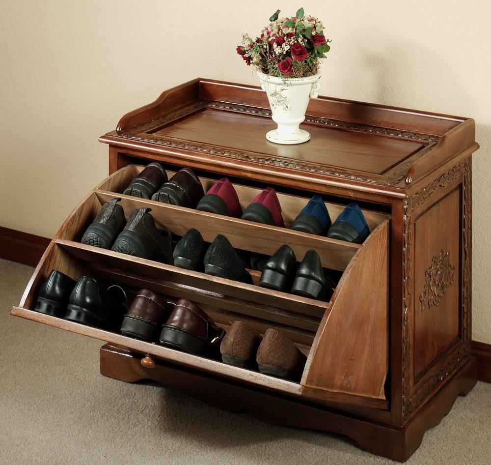 Закрытые шкафчики отлично скрывают обувь от посторонних глаз и освобождают место в прихожей