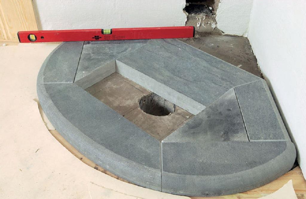 Основа камина должна выкладываться в любом случае, независимо от того, каким типом фундамента обладает дом