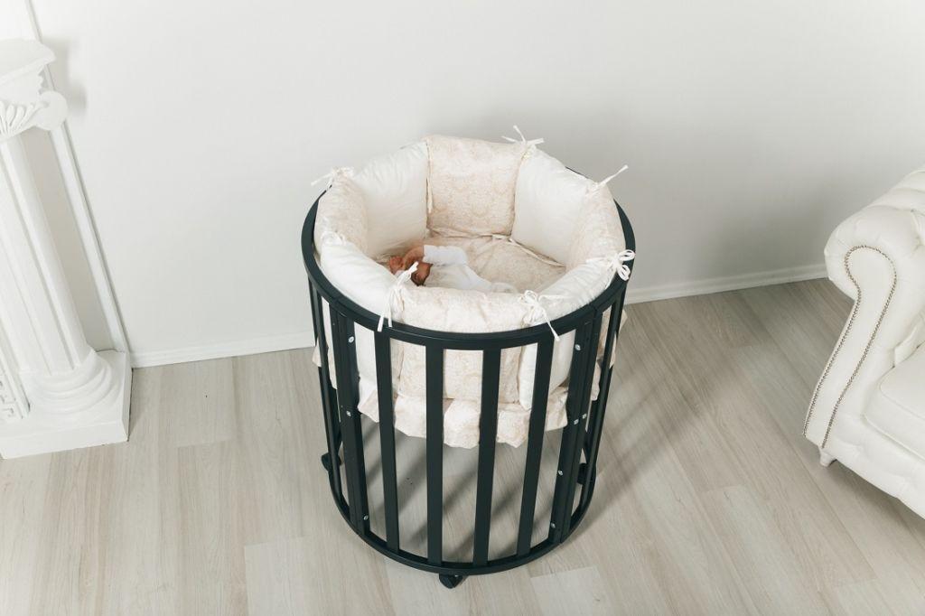 Круглая кроватка-трансформер три в одном позволяет менять высоту дна
