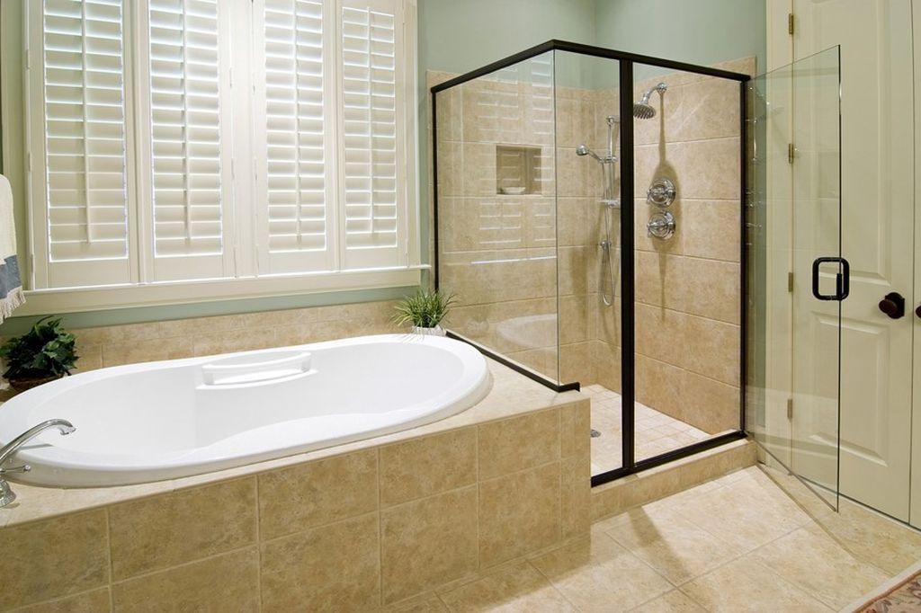 При наличии возможности рекомендуется установить и ванну и кабинку