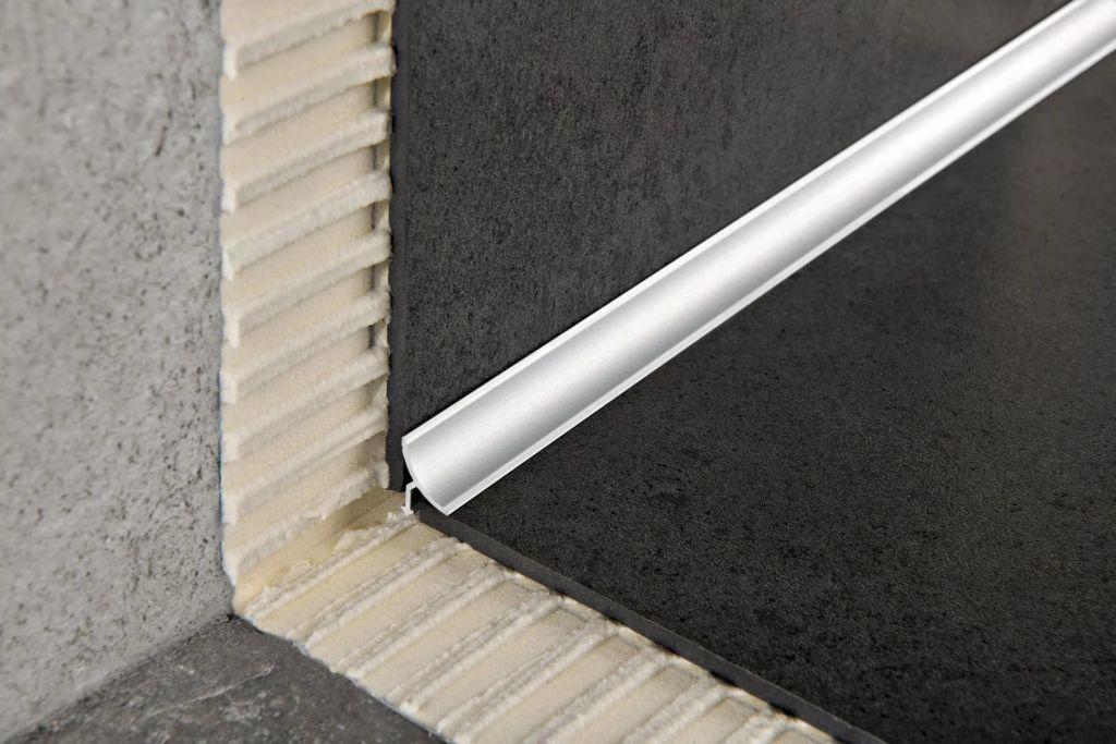 Монтирование внутренних уголков к плиточному материалу