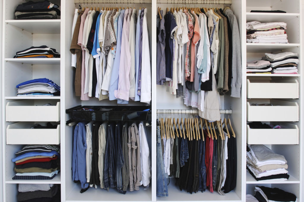 Порядок или организация хранения вещей в шкафу