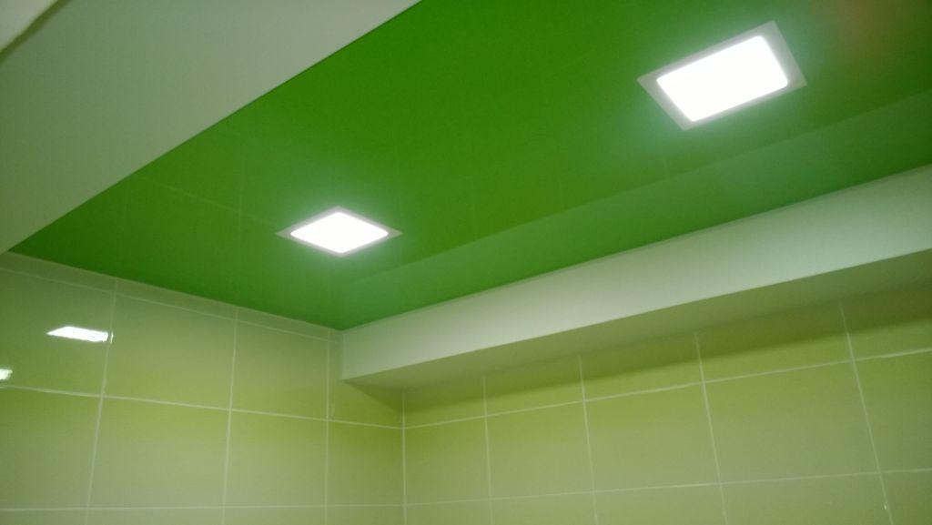Потолок в ванной комнате должен хорошо вписываться во всю обстановку ванной и всей квартиры
