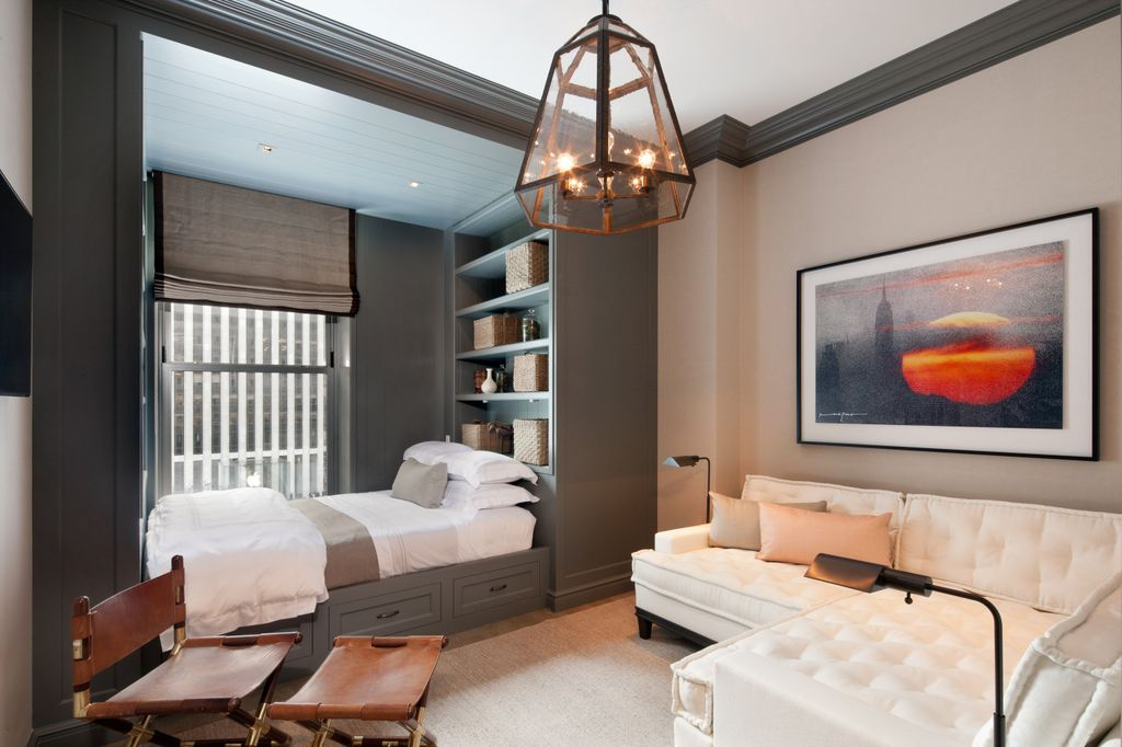 Поставив в спальной зоне диван-кровать, вы сможете при необходимости легко расширить гостиную