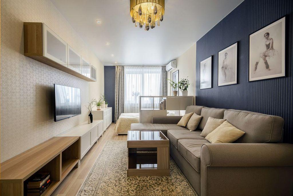 Если в вашем доме часто бывают гости, то для спальни отведите минимальное пространство