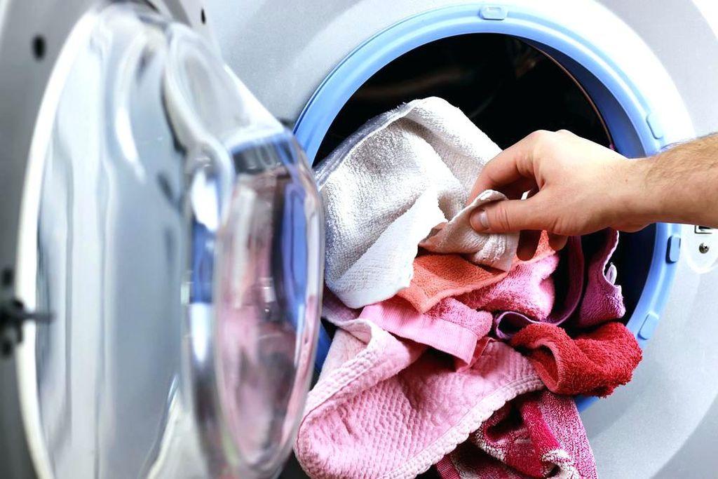 Вещи нужно перестирать, а шкаф - помыть