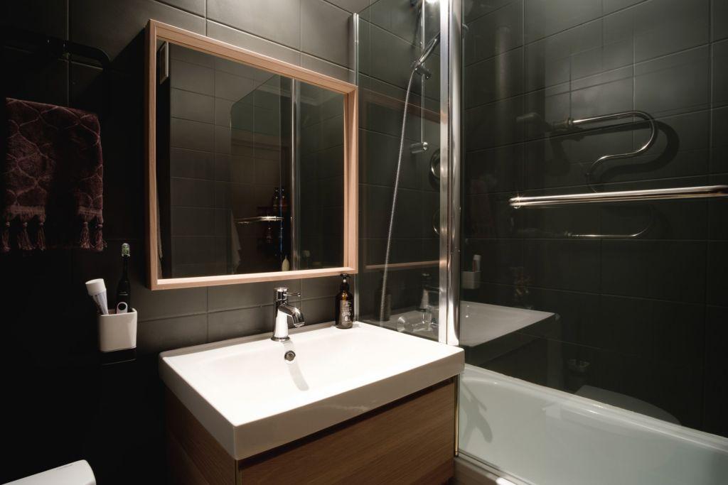 Темно-серый акрил в оформлении ванной