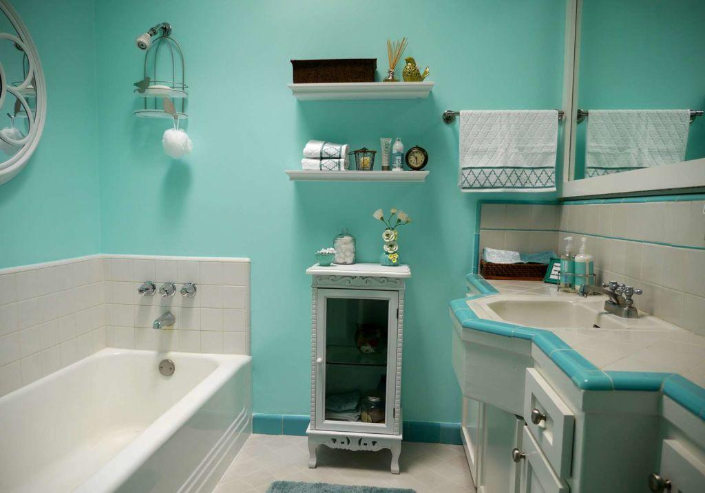 Ванная с покрытием стен масляной краской