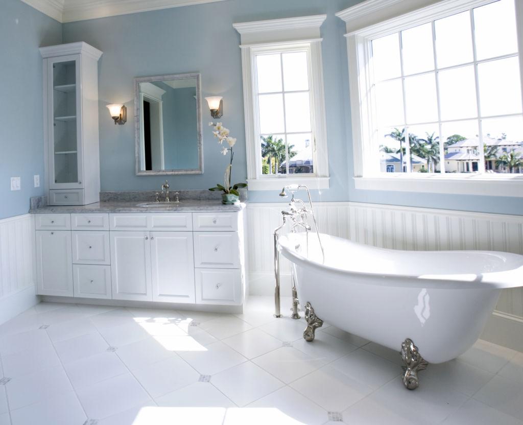 Ванная с окрашенными стенами