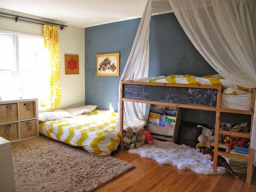 Зонирование спальни для двух девочек