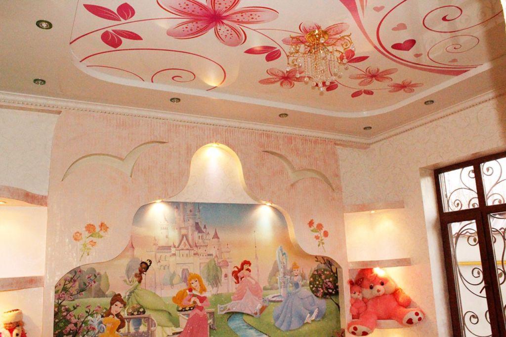 Потолок в детской комнате для девочек