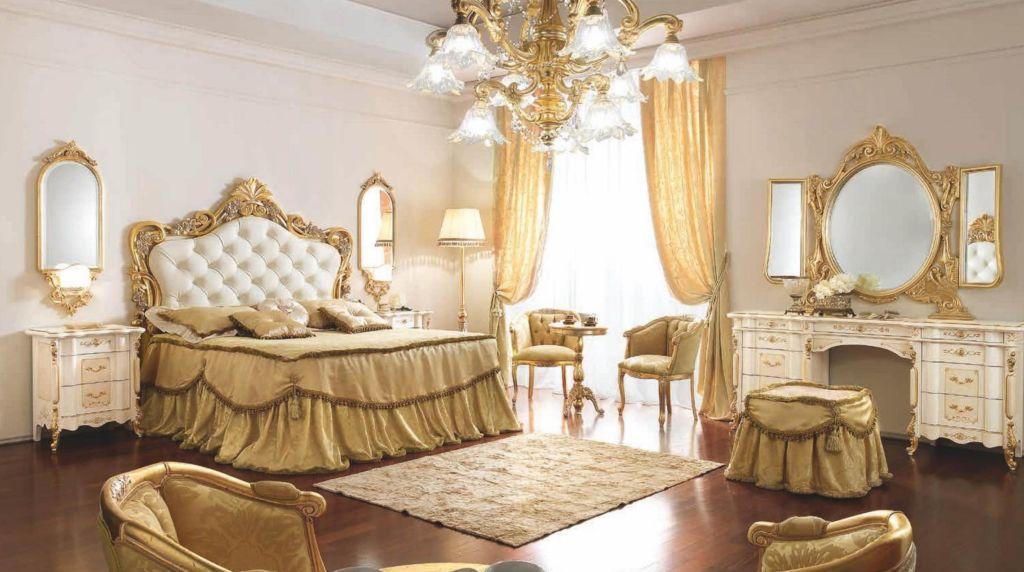 Для получения максимальной аутентичности с двух сторон от кровати можно использовать красивые тумбочки