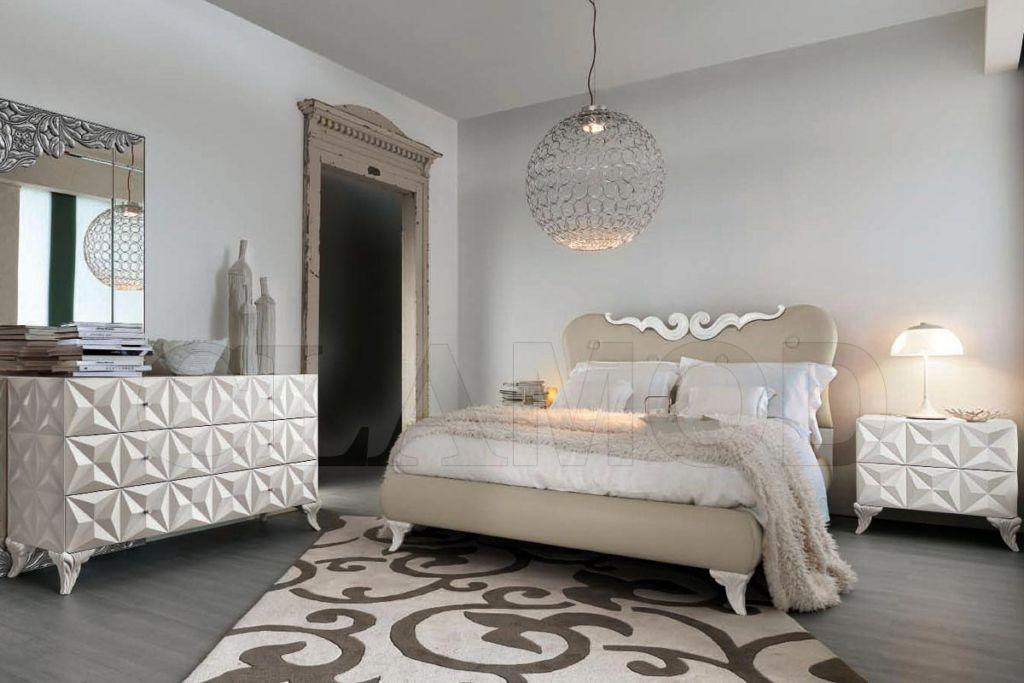 При оформлении интерьера спальни в стиле арт-деко рекомендуется использовать не более трех цветов