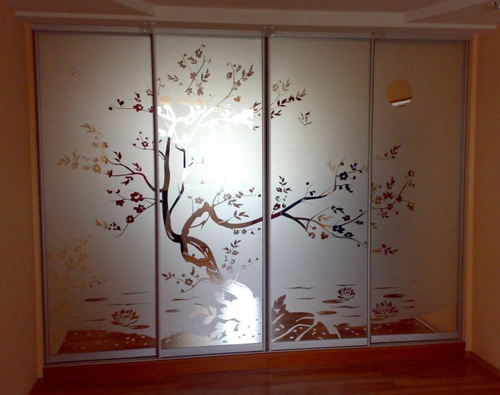 Вариант пескоструйного рисунка на стеклянном фасаде шкафа