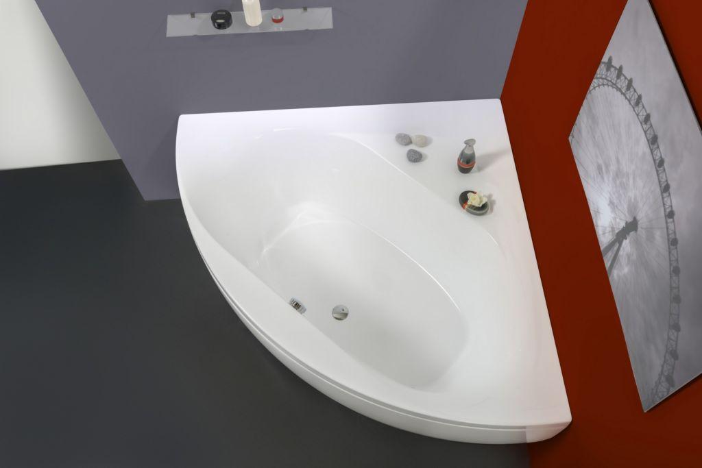 Дизайн угловой ванны зависит в первую очередь от площади помещения