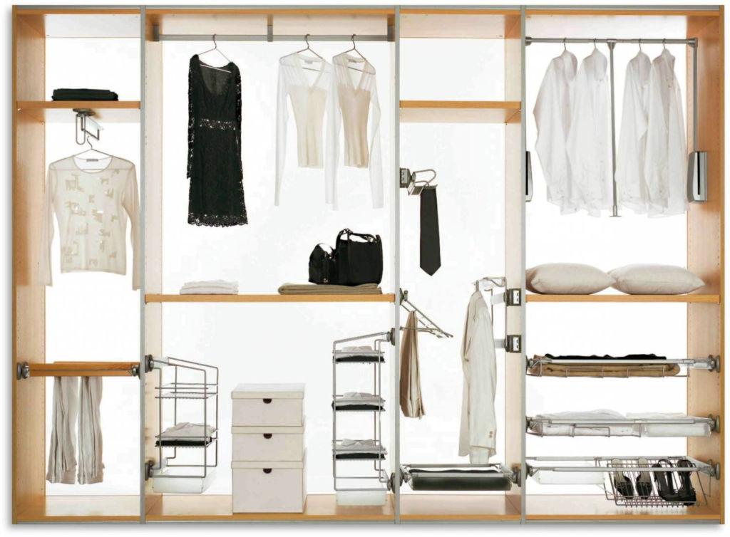 Внизу могут храниться аксессуары, средства для быта и ухода за одеждой, обувь, гладильная доска, пылесос
