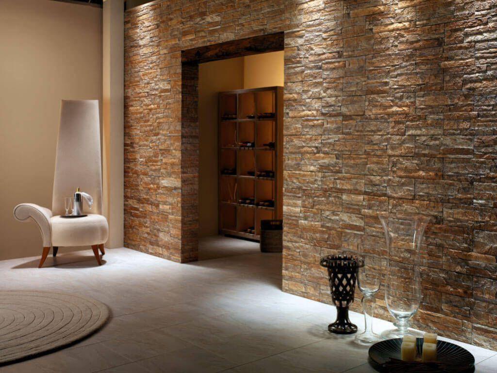 Стены, полностью выложенные камнем, создадут гнетущую атмосферу и сделают пространство тяжёлым и загромождённым