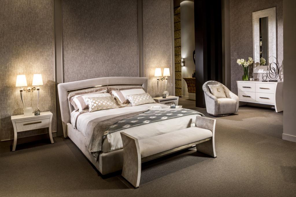 Для спальни очень важна кровать, изголовье должно быть необычным и запоминающимся
