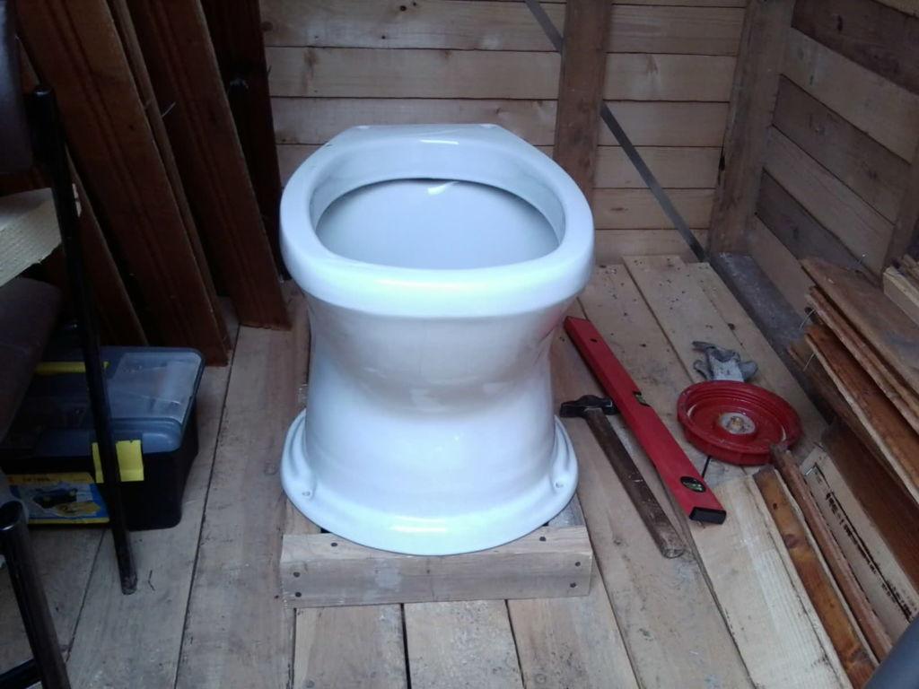 Керамический унитаз для дачного туалета