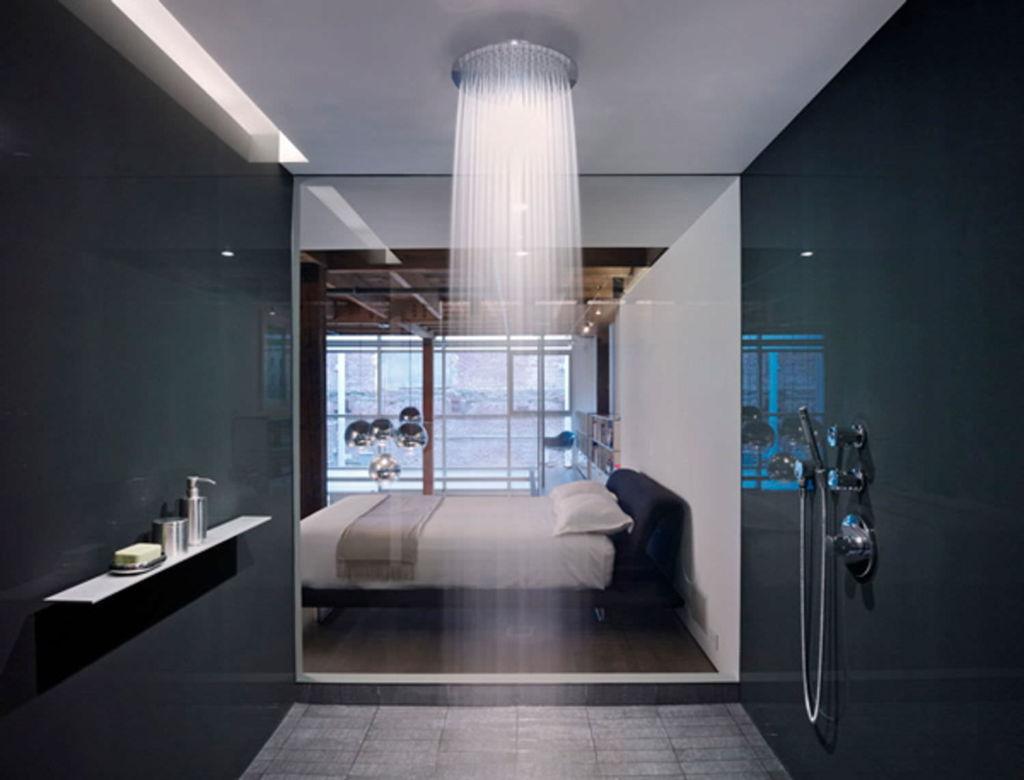 Система имитирует тропический ливень, что достигается путем установки на душ специальной насадки