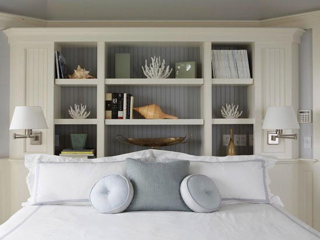 Особенно идею с встроенными полками в изголовье кровати оценят те, кто нуждается в дополнительном пространстве для хранения вещей