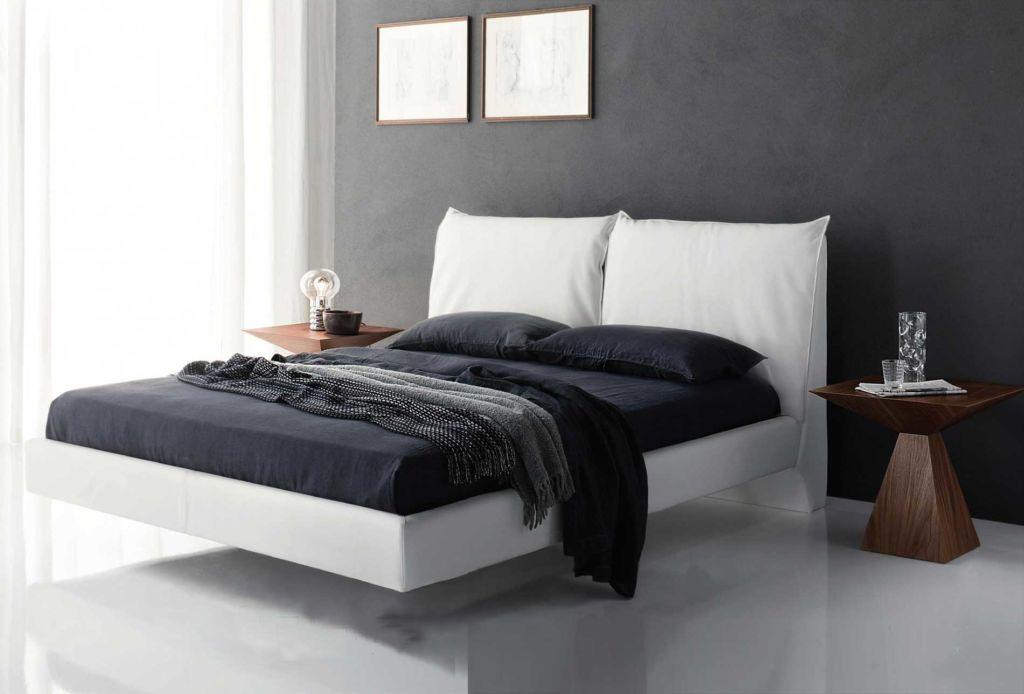 Ножки парящей кровати тщательно замаскированы