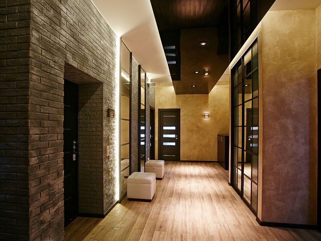 Для стен характерна имитация кирпичной или каменной кладки, штукатурка или просто окрашивание в белый цвет