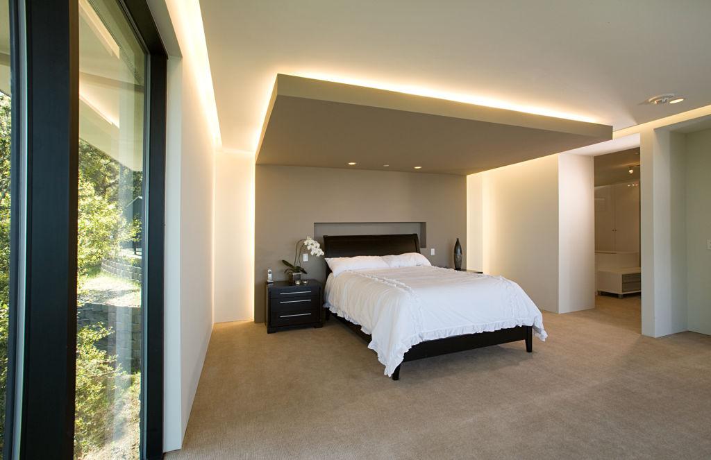 Главное правило – все светильники в спальне должны быть выдержаны в едином стиле