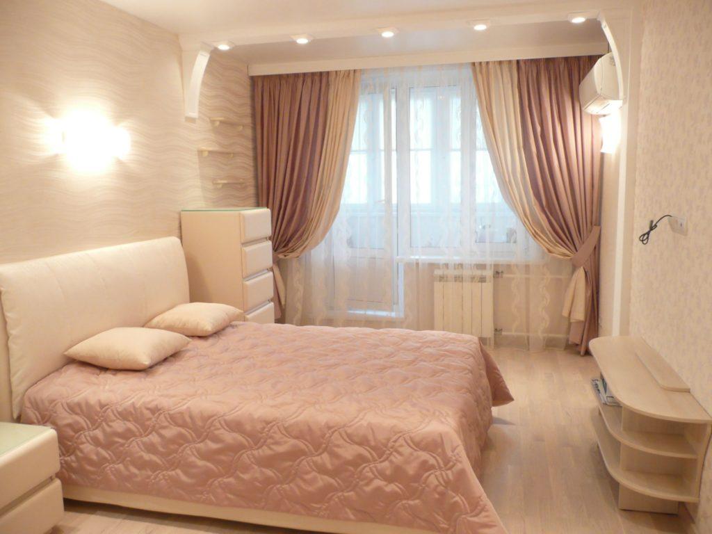 Дизайн штор для балконного выхода важно сочетать со стилем гостиной, правильно подбирая цвет и форму
