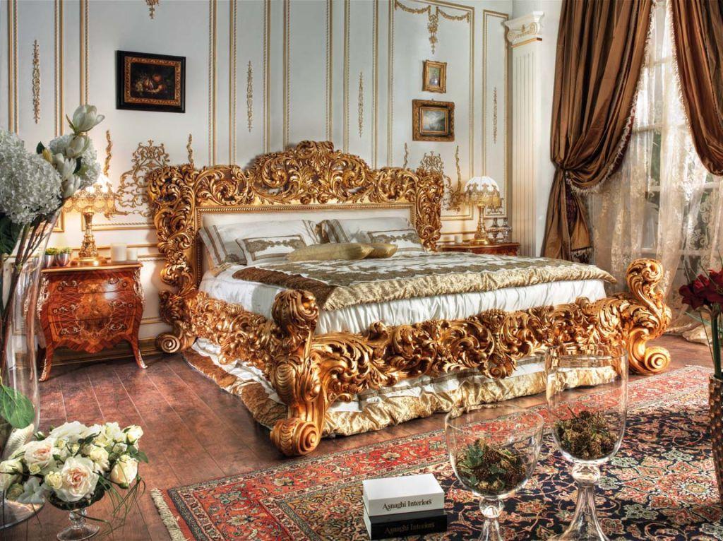 Кровати также должны быть массивными и обтянутыми качественными текстилем