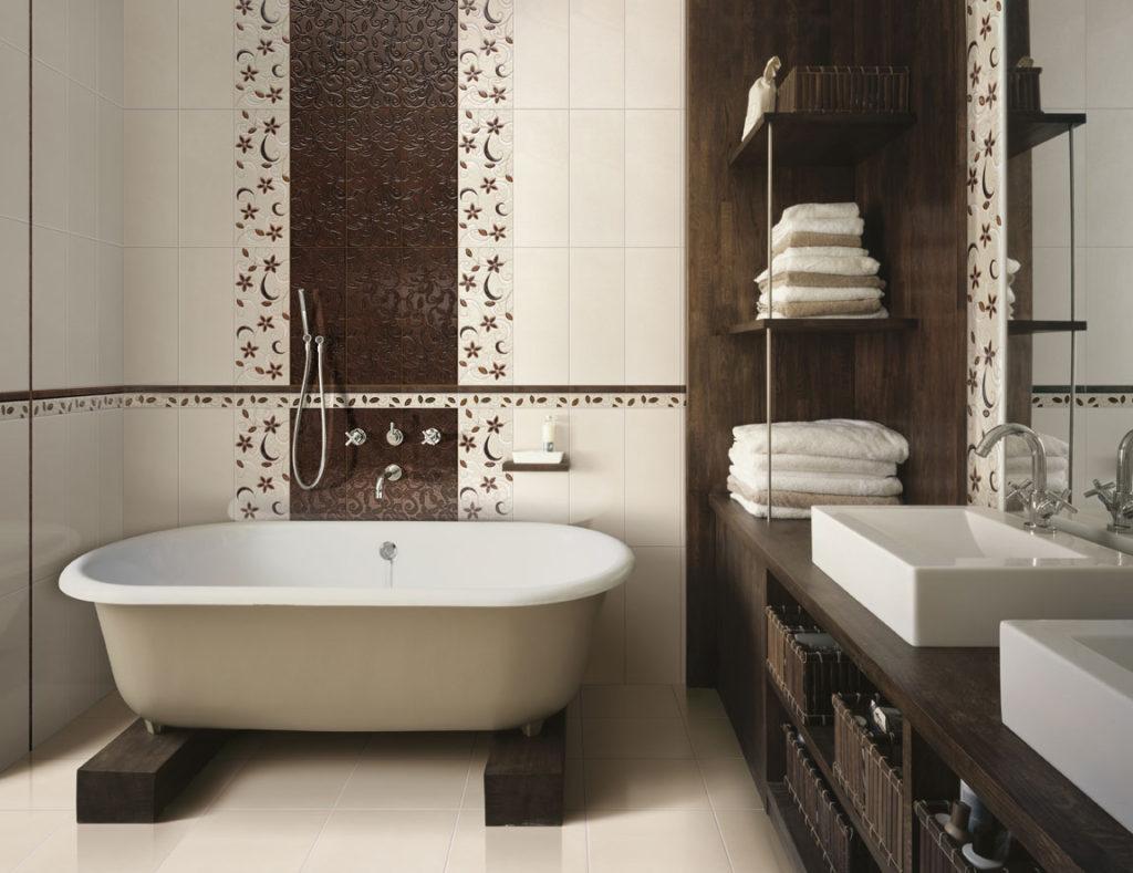 Вдоль большей стены советуют установить ванную, а напротив двери располагают унитаз и компактную раковину с тумбой или консолью
