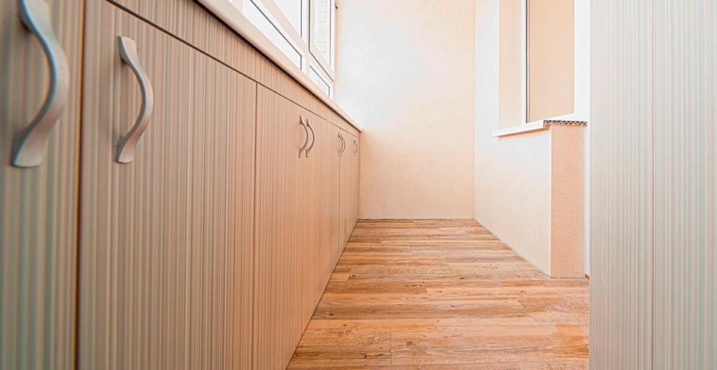 Отделка пола на балконе – важный элемент ремонтных работ, придающий помещению эстетичный внешний вид
