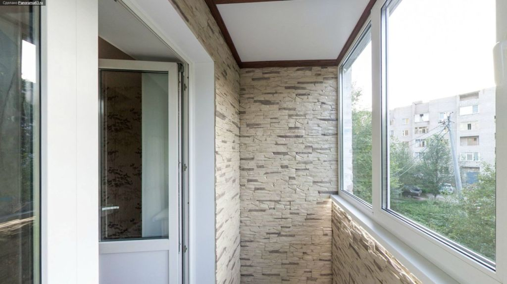 Влагостойкость балкона напрямую зависит от влагостойкости используемых при отделке материалов