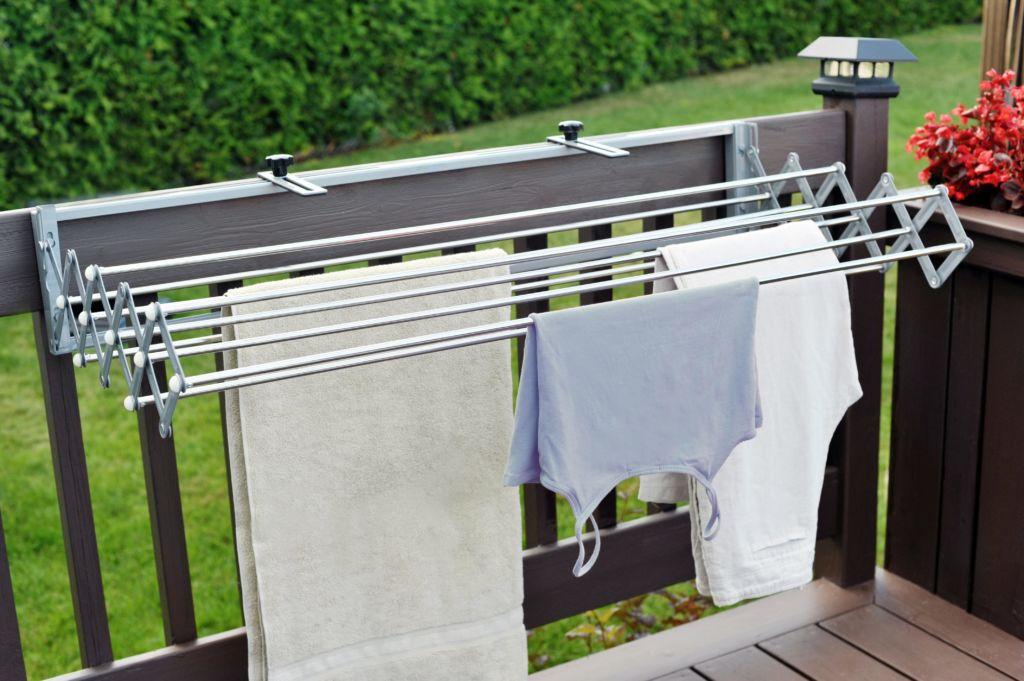 Это тот случай, когда бельё быстро и хорошо просохнет, обдуваемое ветерком, будет приятно пахнуть и нисколько не занимать пространство балкона или лоджии