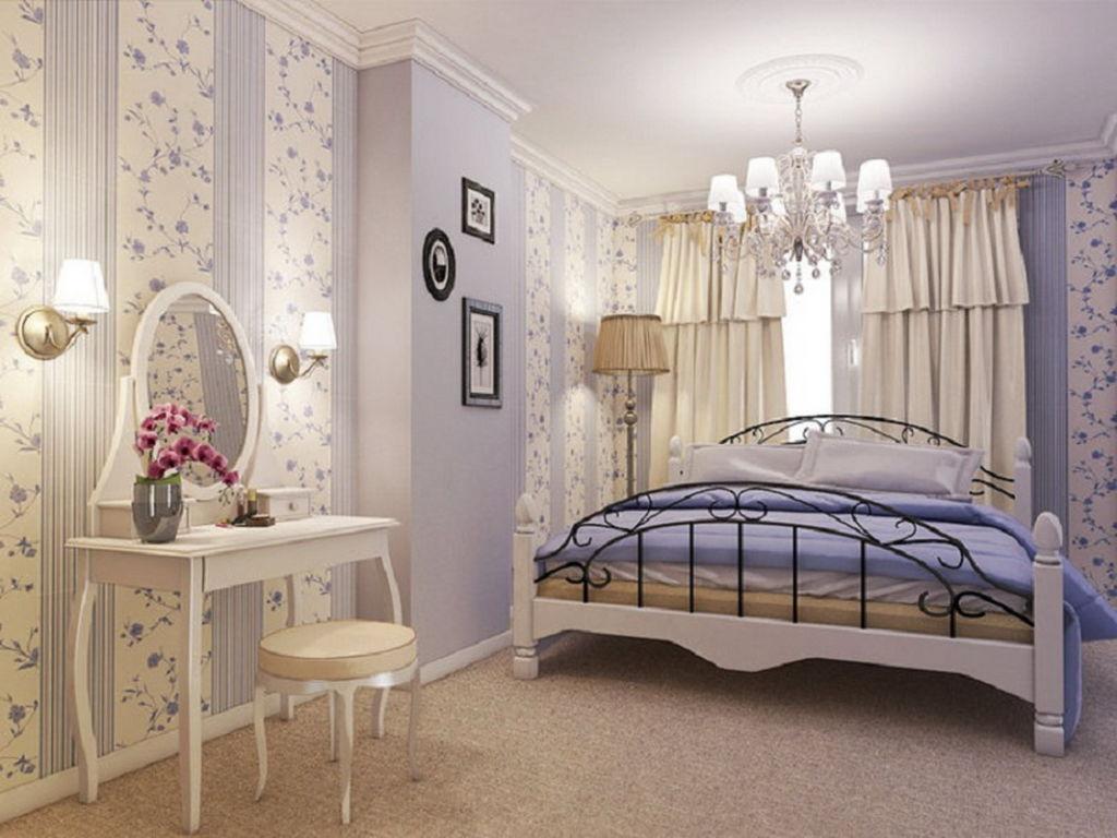 Правильно размещенное зеркало в спальне позволит вам сделать интерьер комнаты более интересным