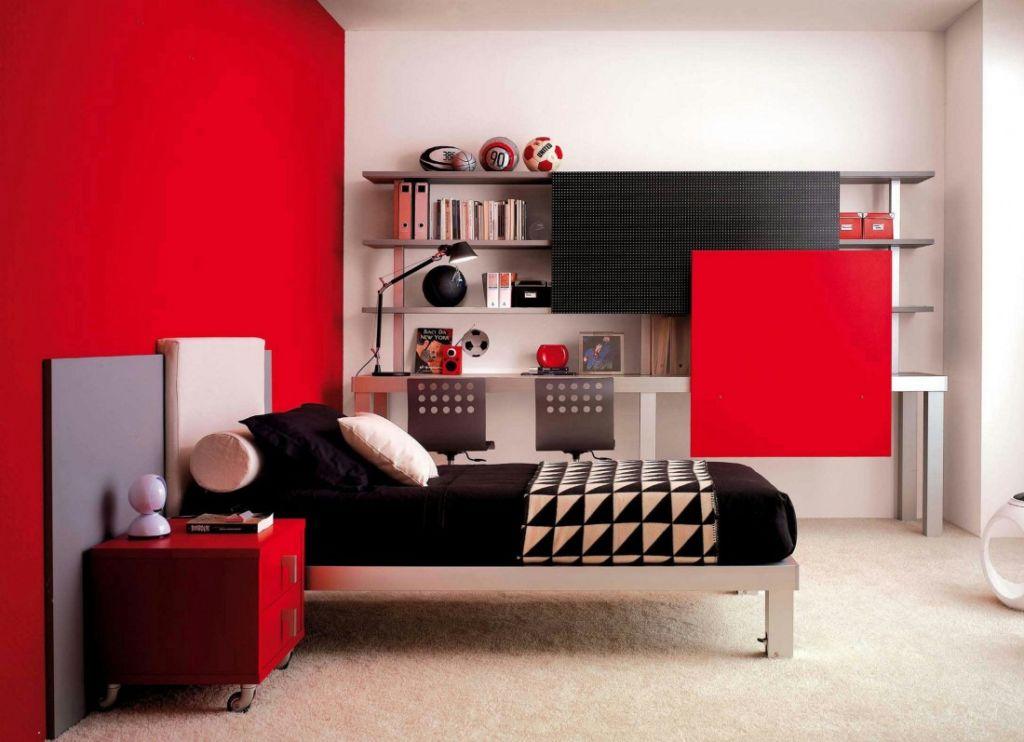 В спальне молодого человека расположен основной стильный комплекс мебели и дополнительная мебель
