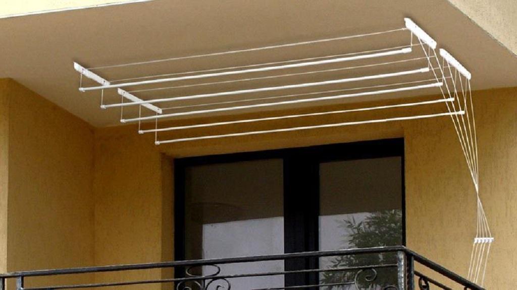 Рабочая площадь у потолочной сушилки достаточно широкая, можно сушить бельё больших размеров