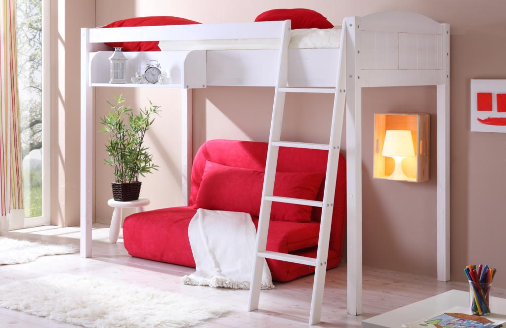 Двухъярусная кровать с диваном для родителей экономит пространство