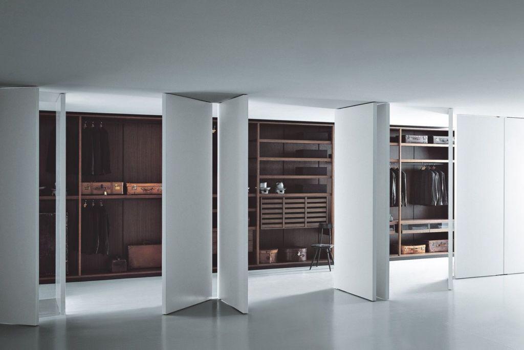 Преимущества и недостатки 6 видов раздвижных дверей для гардеробной