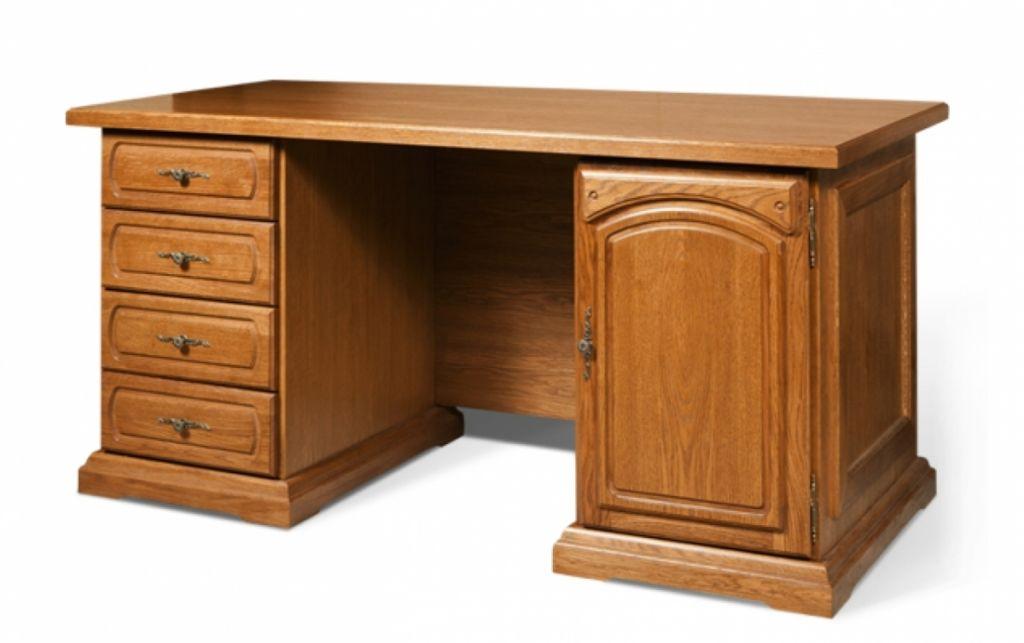 Письменный стол из массива дерева является прекрасным решением не только с дизайнерской, но и с практической точки зрения
