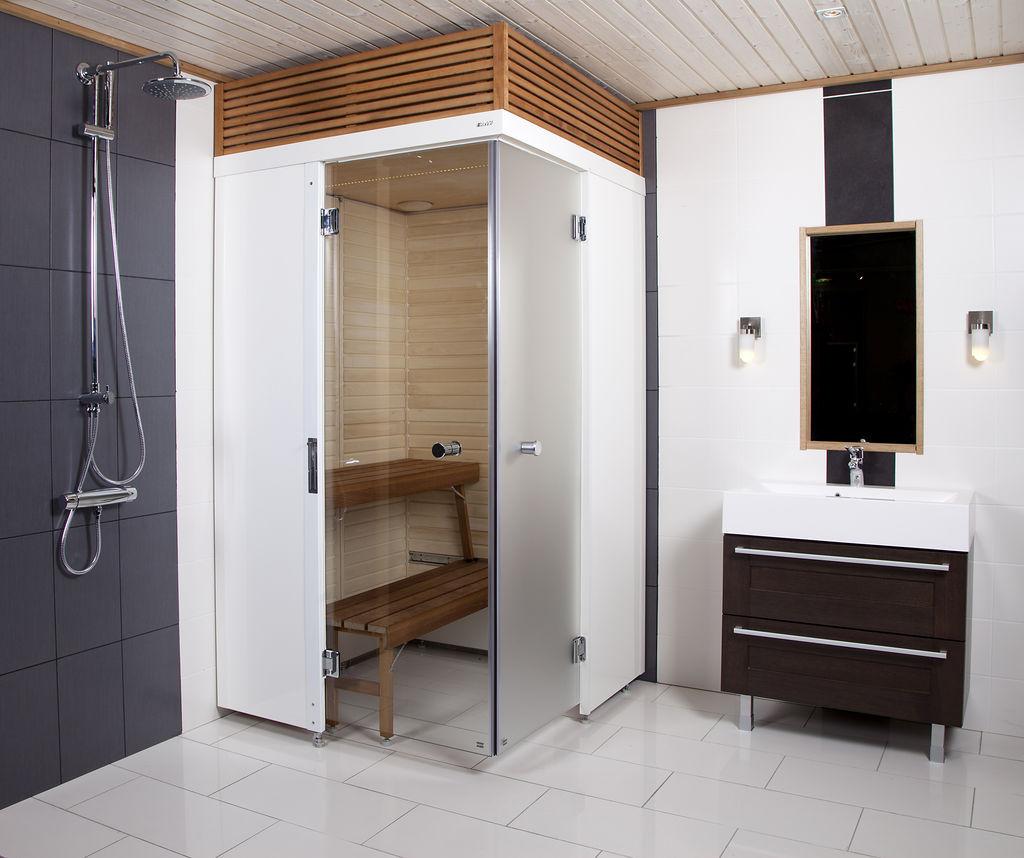 Для экономии пространства в маленьких ванных устанавливают сауну, совмещенную с душевой кабиной.