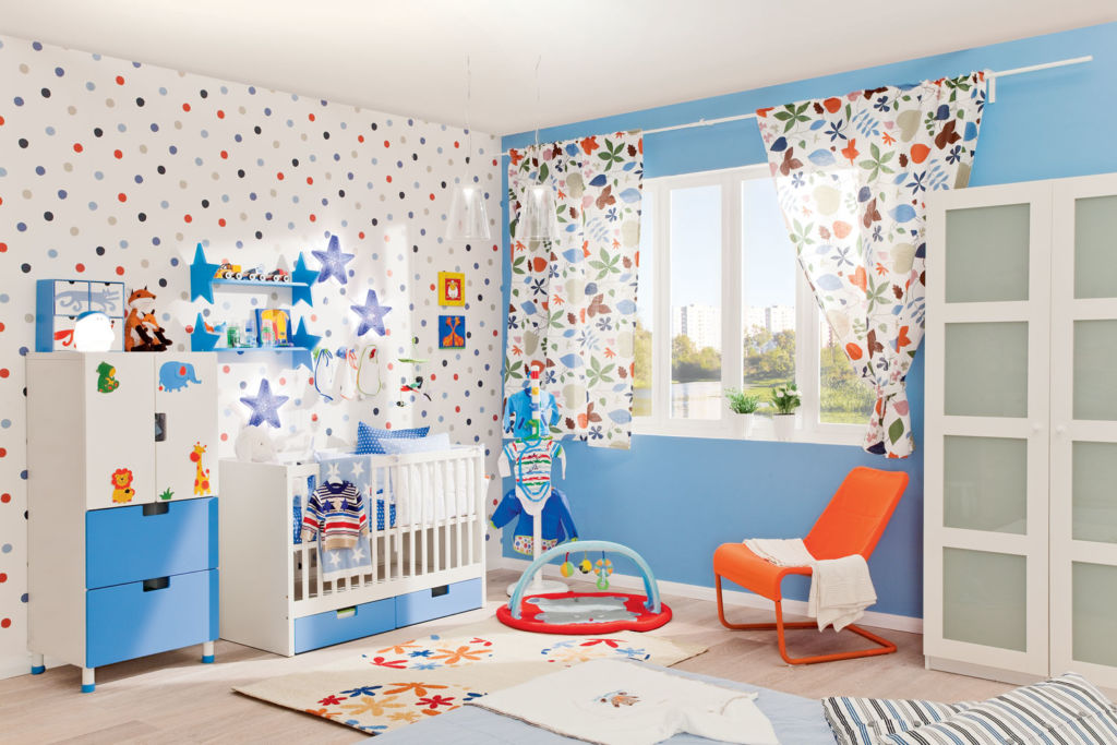Выбирая обои, необходимо учитывать мельчайшие детали, так как материал, который подойдет для гостиной, может не подойти для ребенка