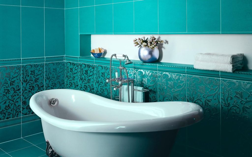 От способа раскладки плитки зависит внешний вид ванной комнаты