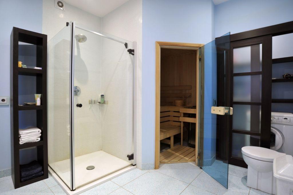 Боковые стены кабины можно отделать под общее оформление интерьера.