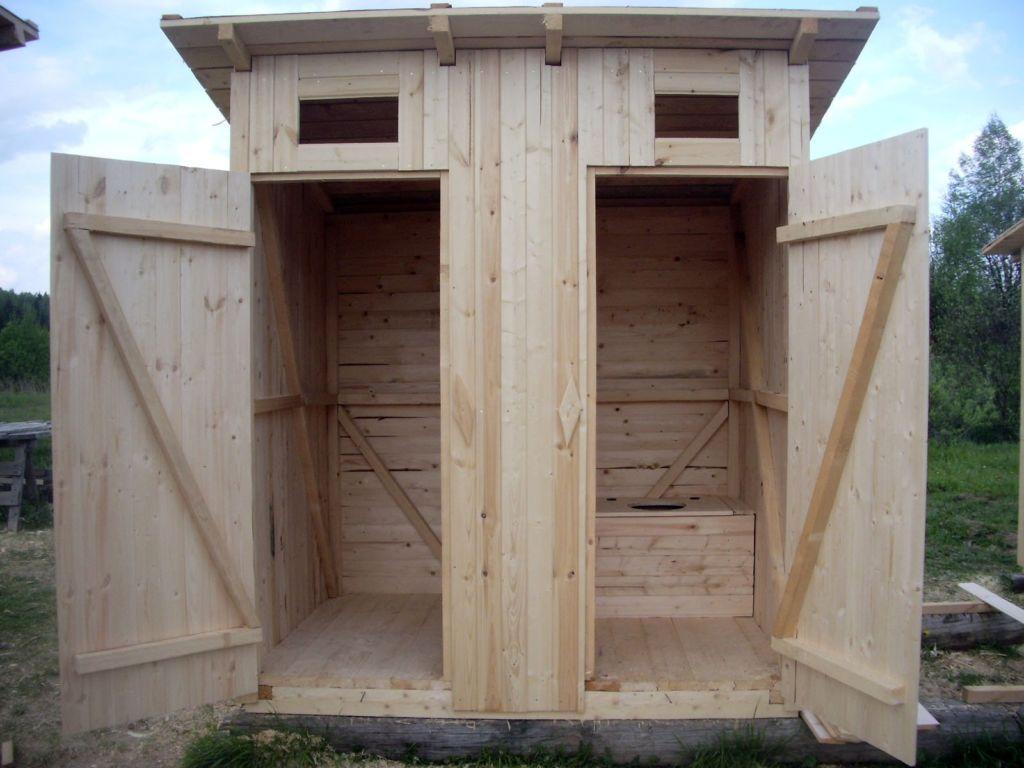 Деревянный туалет совмещенный с хозблоком