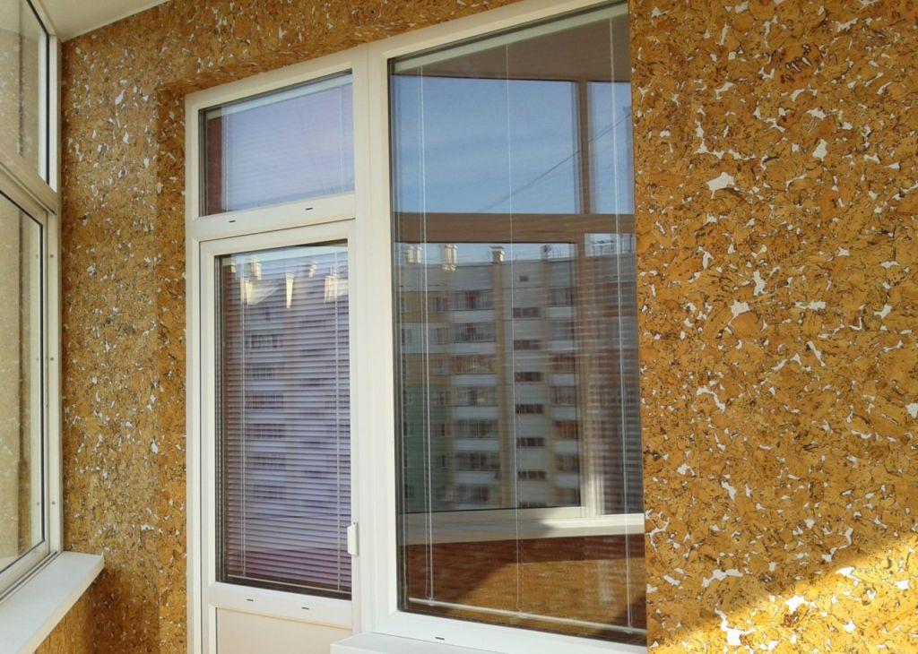 Отделка пробкой балкона возможна только после подготовки поверхности, очищают от старого покрытия, шпаклюют и грунтуют