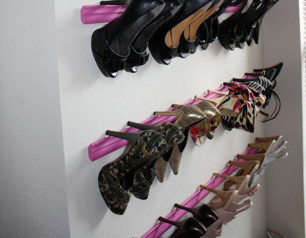 Молдинги используют для крепления женской обуви на каблуке